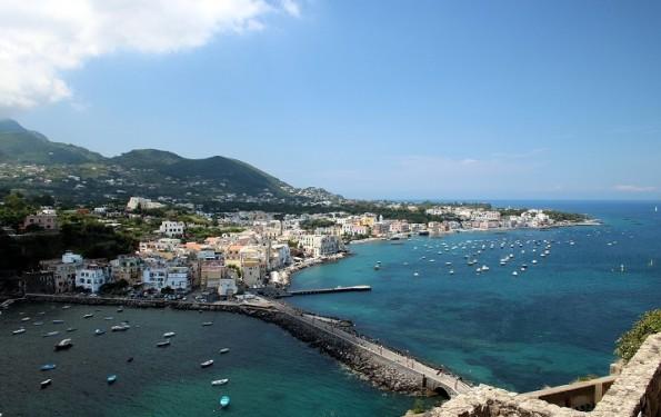 weekend-ischia-cosa-fare-vedere-traghetto