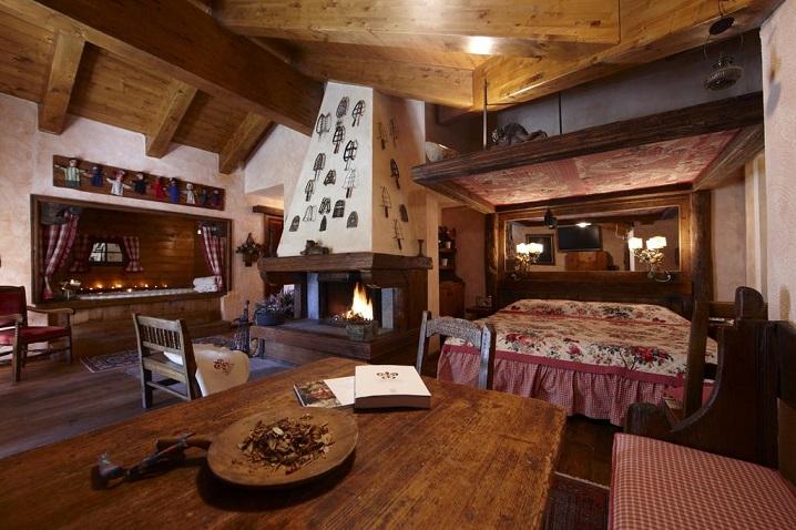 Weekend romantico in montagna in baita e chalet for Arredamento casa antica