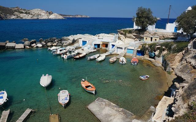 da-santorini-a-milos-vacanze-grecia-cicladi