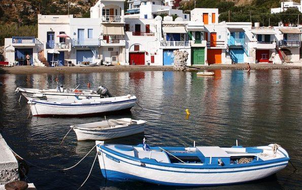 da-santorini-a-milos-vacanze-isole-greche