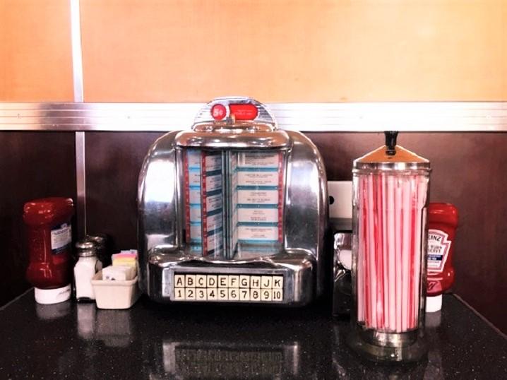 los-angeles-mangiare-diner-anni50
