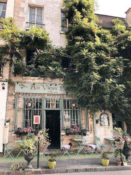 luoghi-iconici-di-parigi-da-vedere-fotografare-aux-vieux-darcole